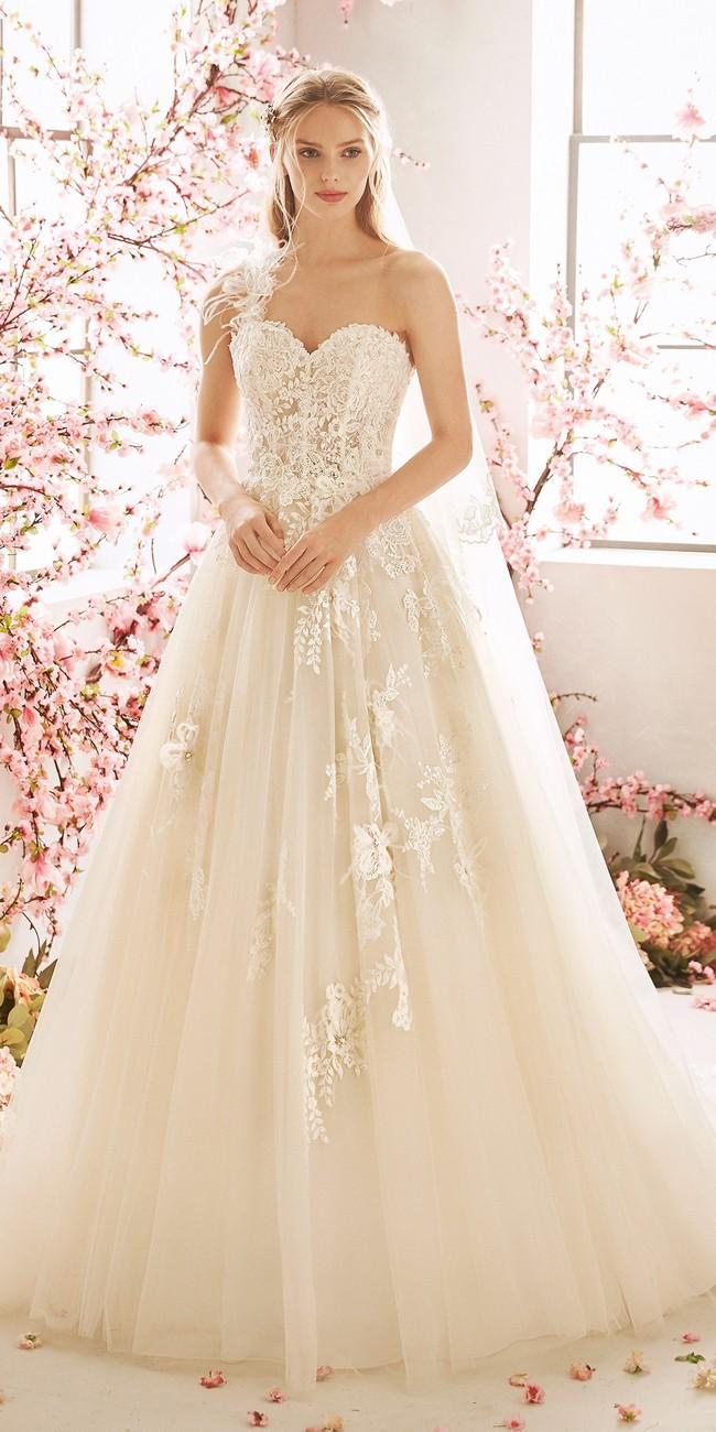 princess wedding dress asymmetric neckline tattoo effect back amaranto