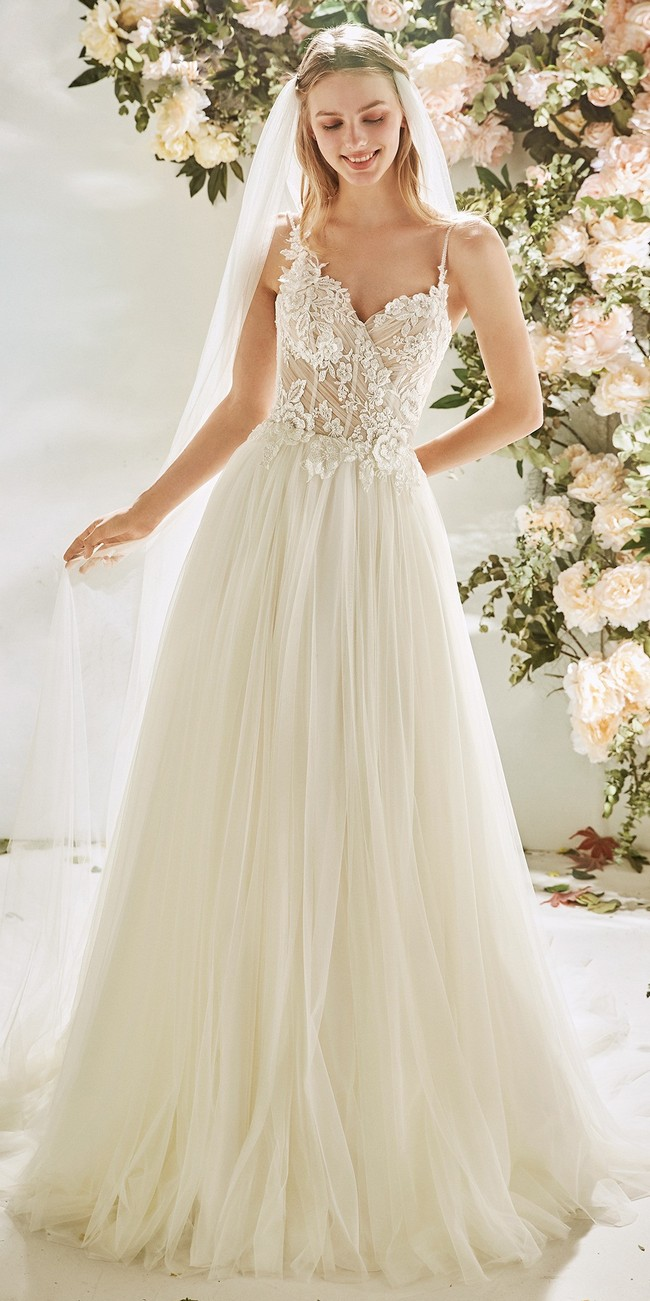 wedding dress evase silhouette straps embroidered tulle bromeliad