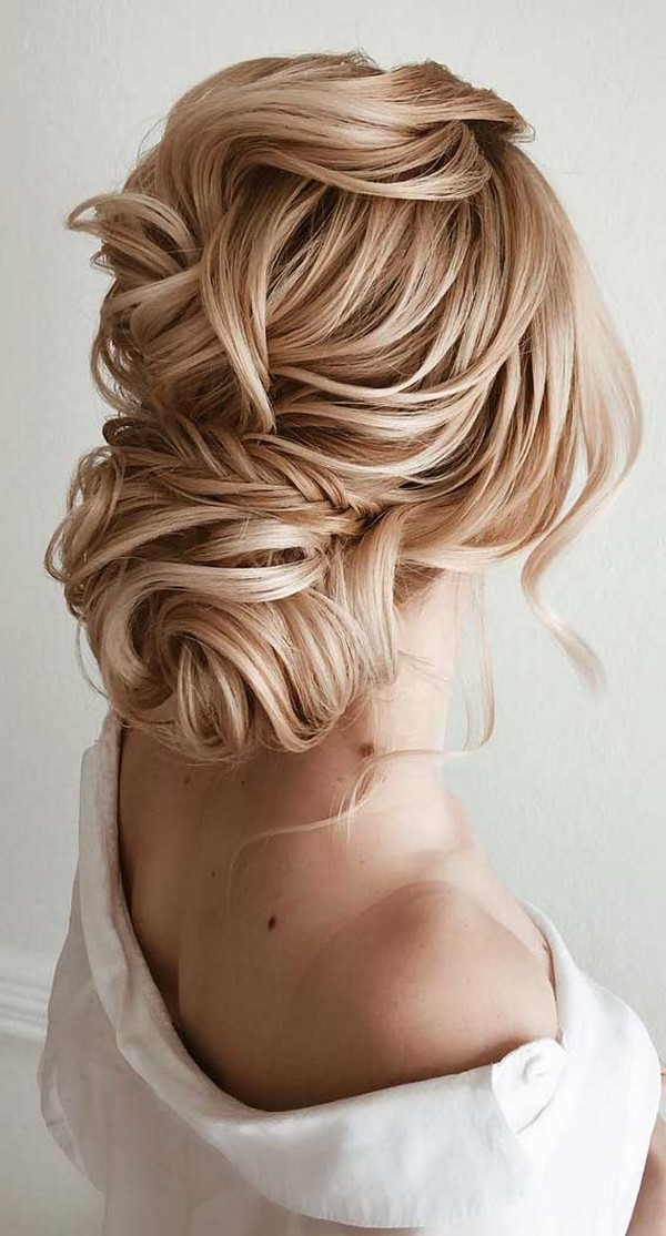 Chic wedding bridal updo hairstyles #weddings #weddingideas #hairstyles #hair #updos