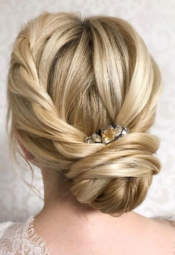 Chic wedding bridal updo hairstyles #weddings #weddingideas #hairstyles #hair #updos