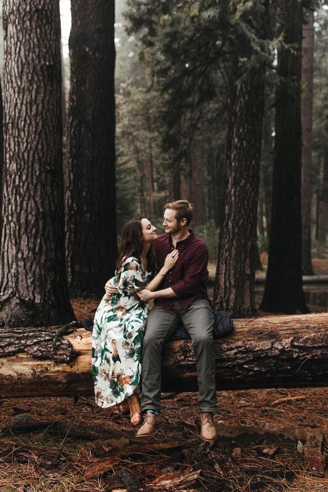 Fall Engagement Photo Ideas #engagement #photos #fall #autumn #engagementphotos